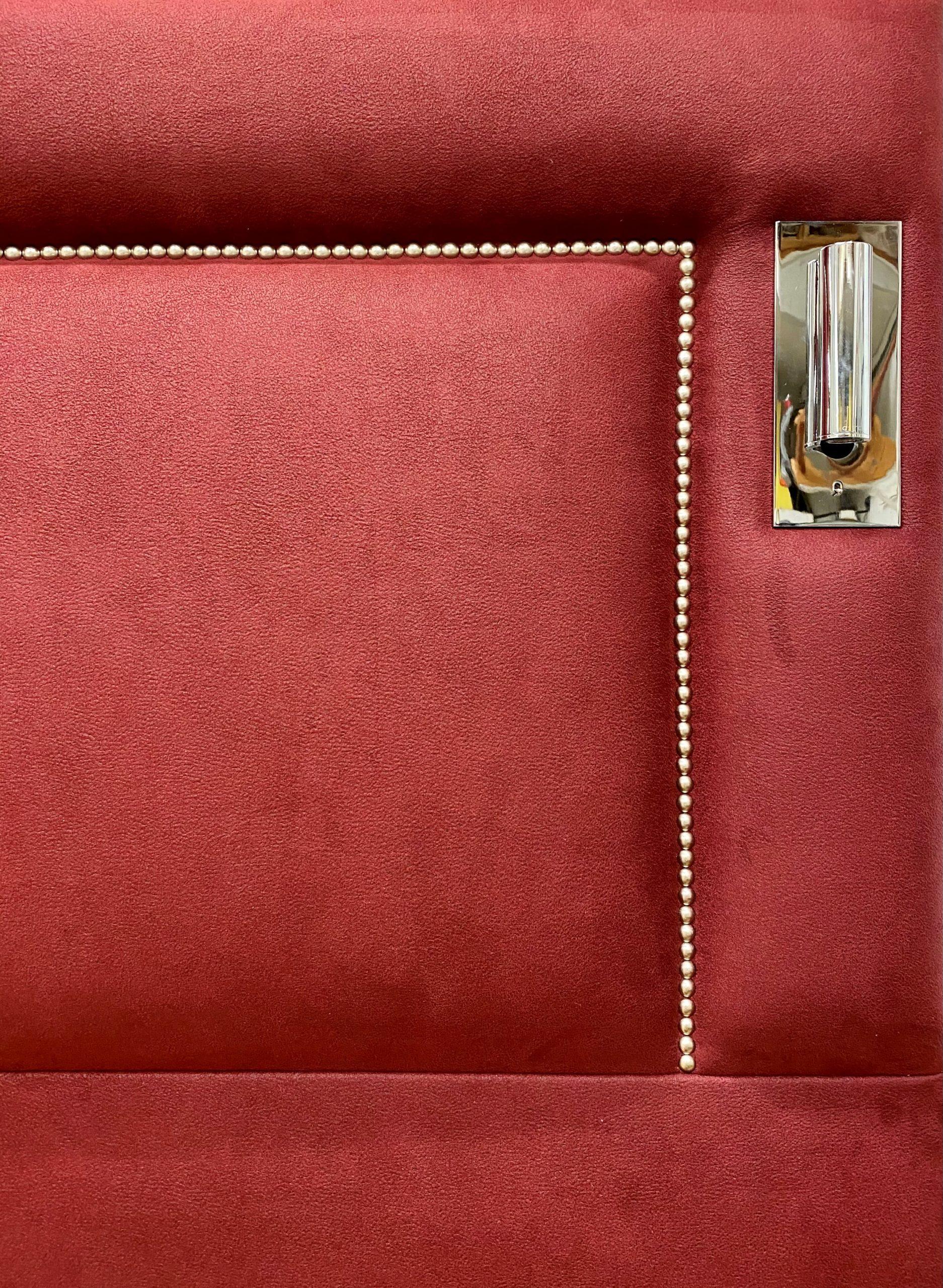 Détail Tête de lit rouge